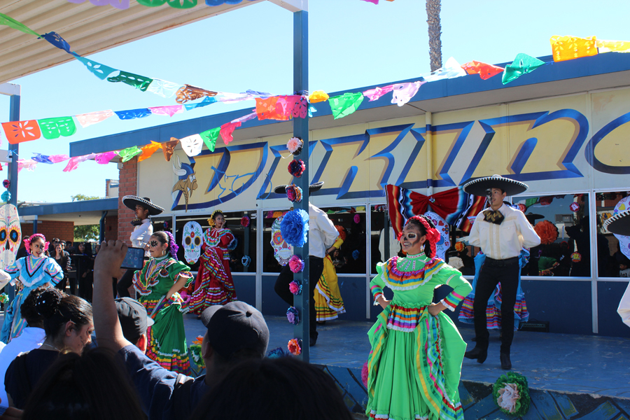 Ballet Folklorico performs at lunch in the quad for Dia de los Muertos.